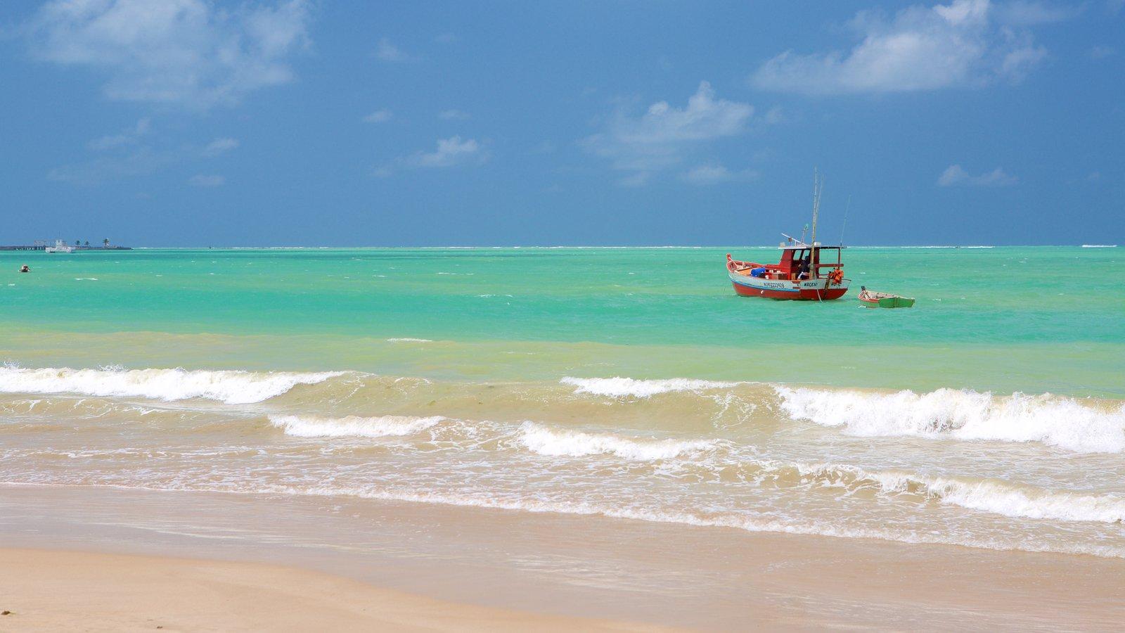 Praia de Pajuçara mostrando pesca, uma praia e canoagem