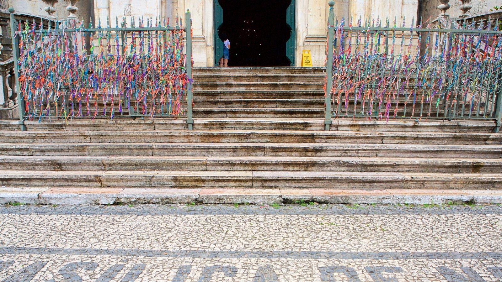 Basílica de Nossa Senhora de Conceição da Praia mostrando uma igreja ou catedral e elementos religiosos