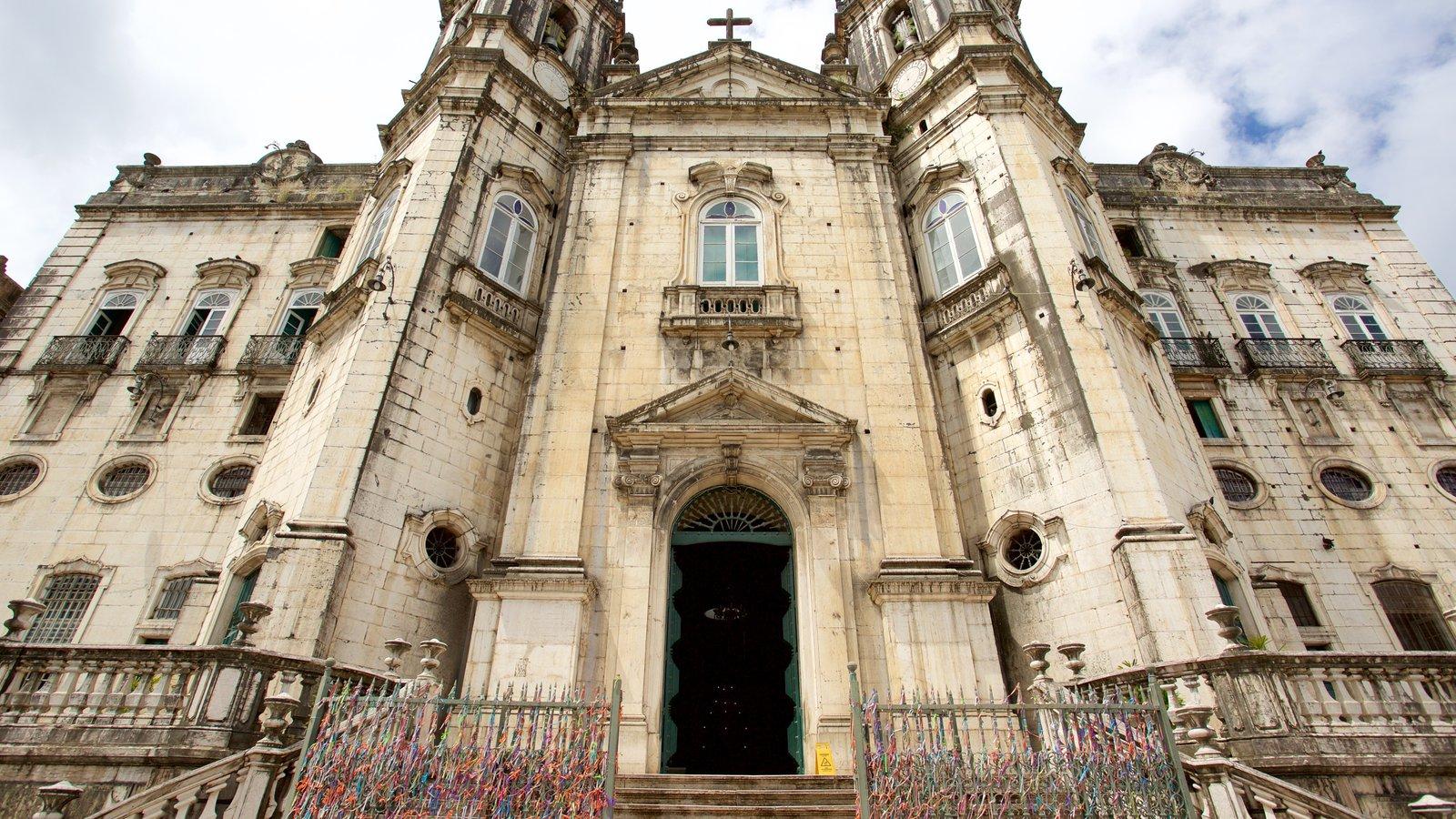 Basílica de Nossa Senhora de Conceição da Praia mostrando elementos de patrimônio, aspectos religiosos e uma igreja ou catedral