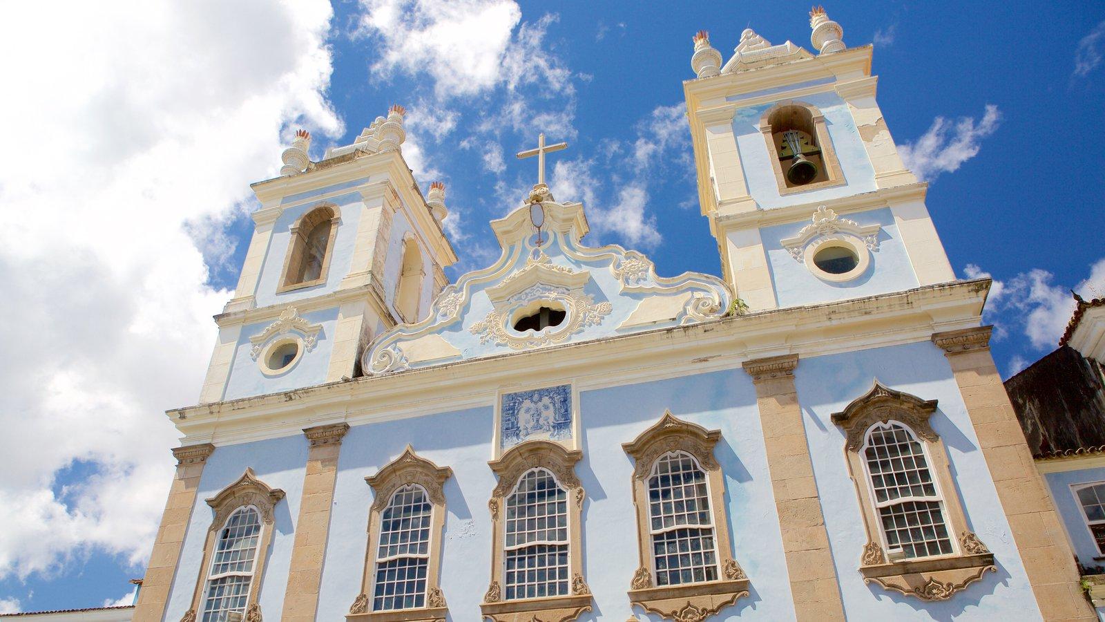 Nossa Senhora do Rosário dos Pretos mostrando uma igreja ou catedral, aspectos religiosos e elementos de patrimônio