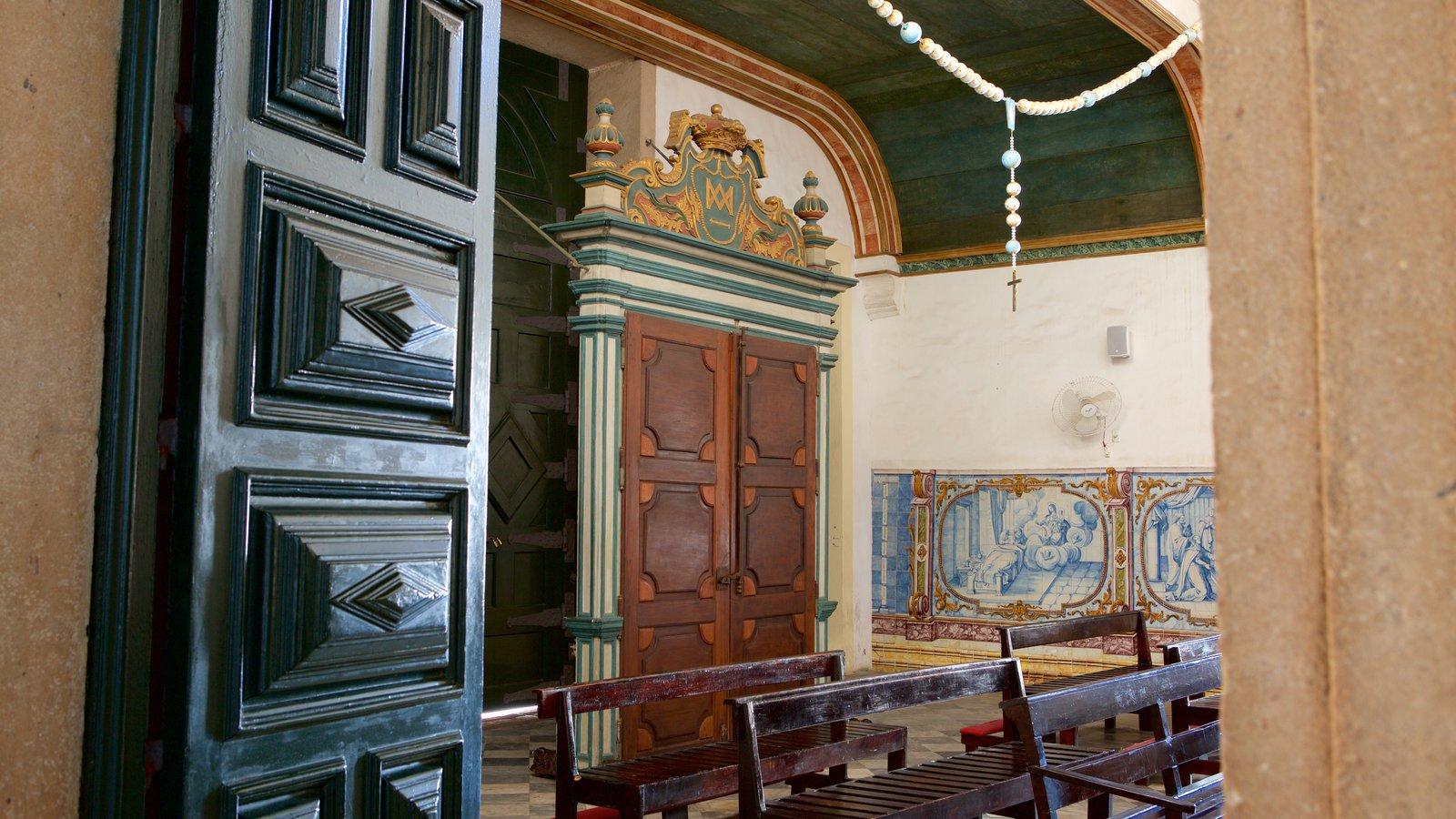 Nossa Senhora do Rosário dos Pretos que inclui elementos de patrimônio, vistas internas e uma igreja ou catedral