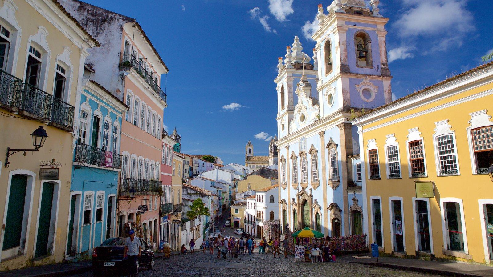 Nossa Senhora do Rosário dos Pretos mostrando cenas de rua e elementos de patrimônio
