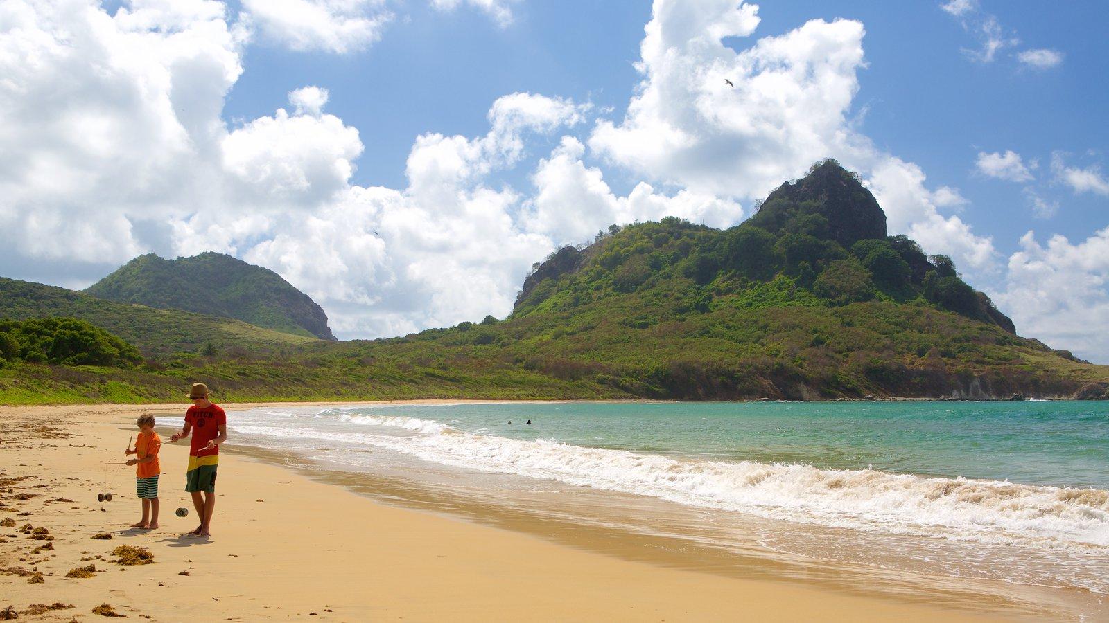Praia do Sueste caracterizando montanhas, paisagens litorâneas e uma praia
