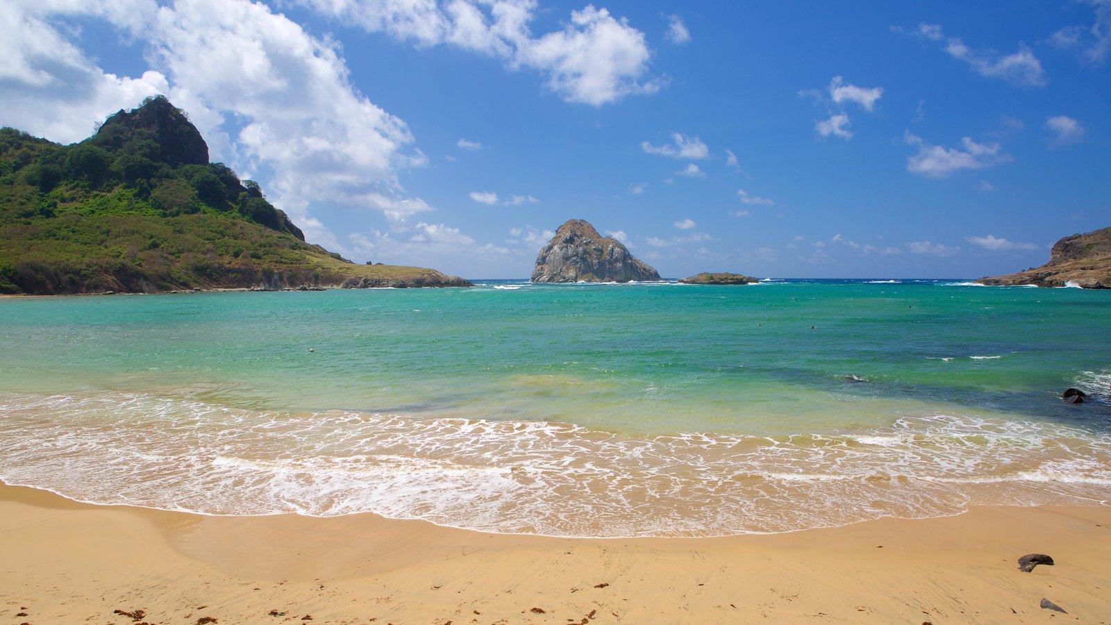 Praia do Sueste que inclui paisagens da ilha, montanhas e uma praia