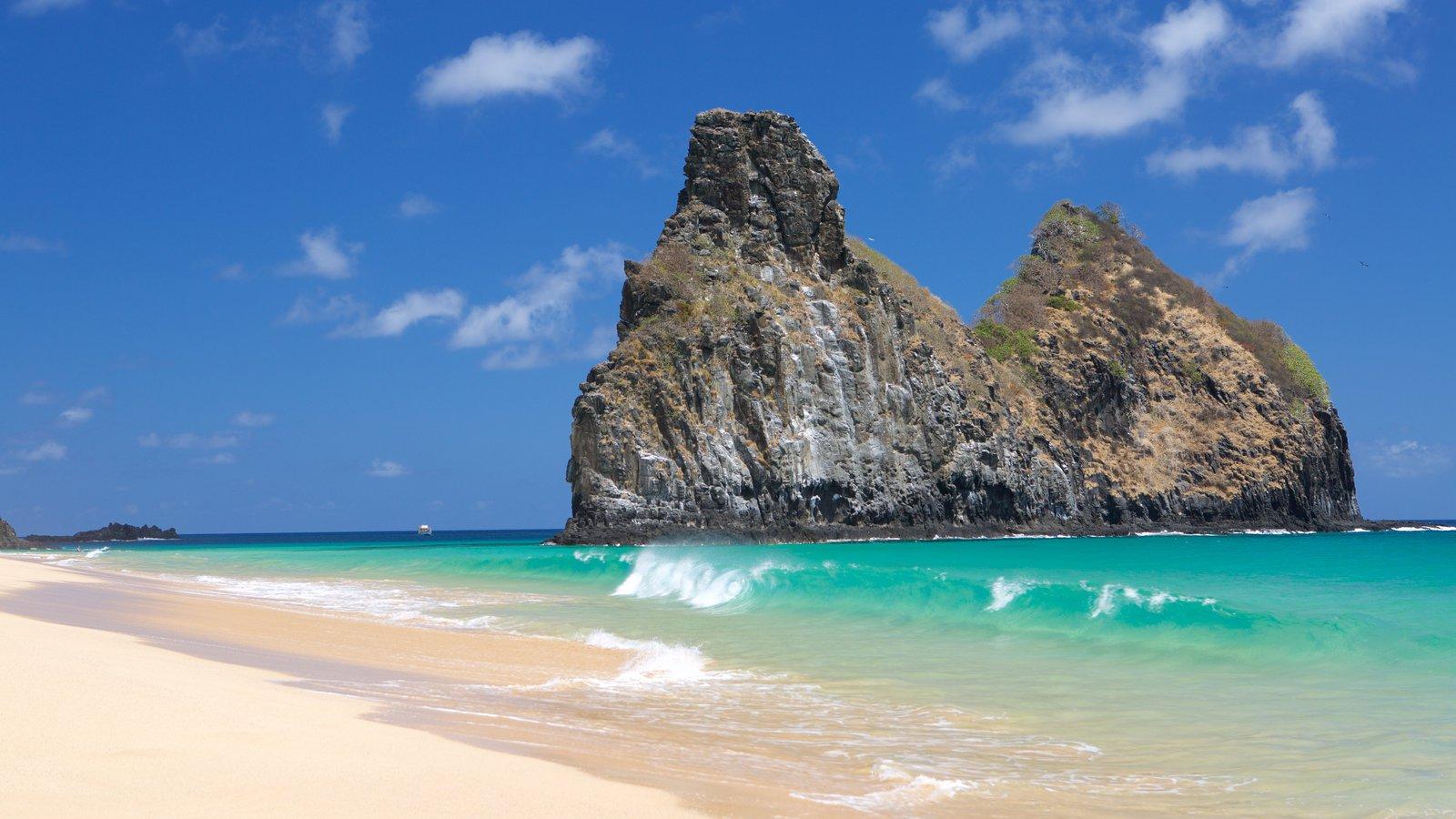 Morro Dois Irmãos ofreciendo vistas generales de la costa, surf y vistas de una isla