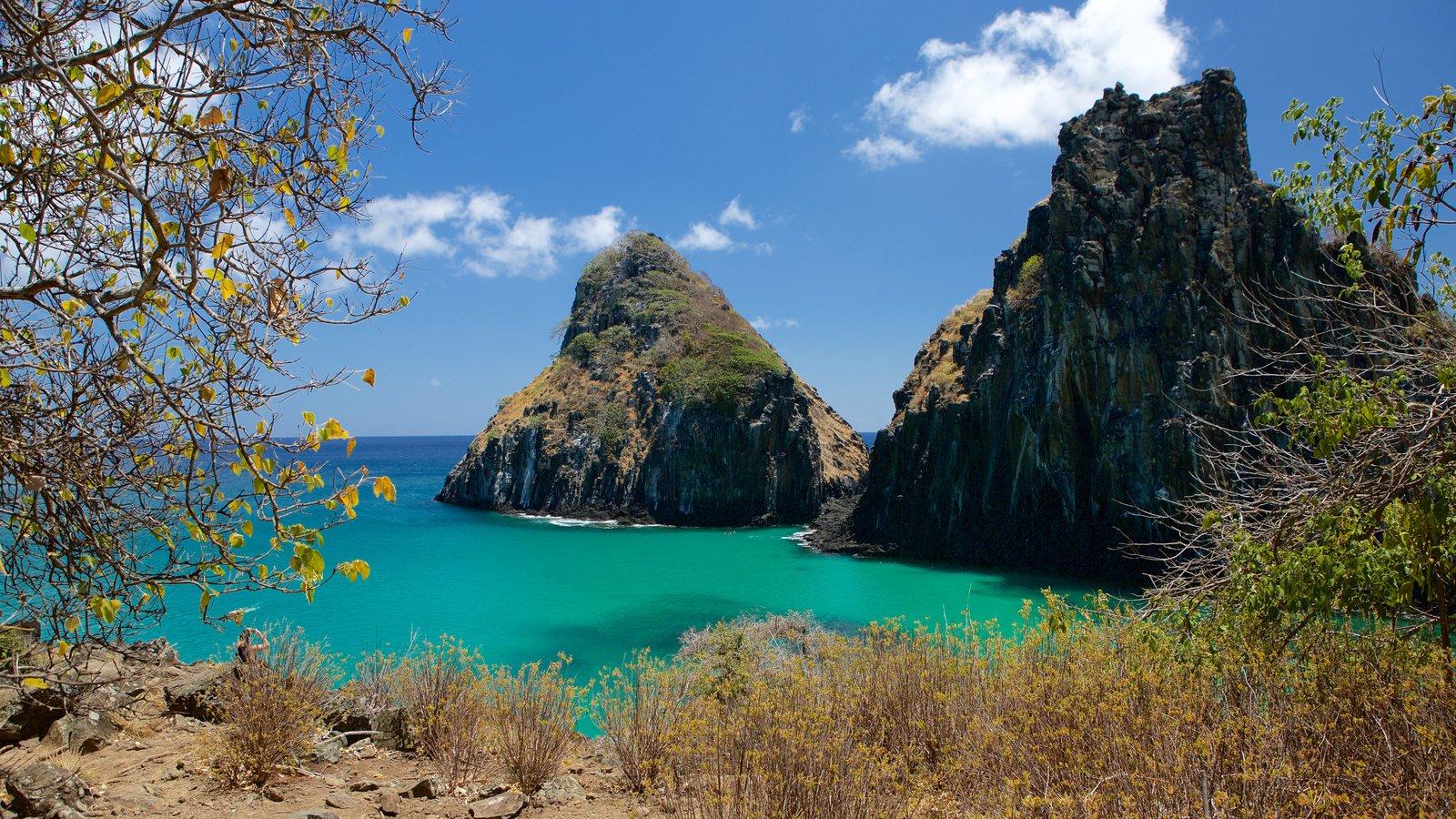 Morro Dois Irmãos mostrando vistas generales de la costa, imágenes de una isla y costa escarpada