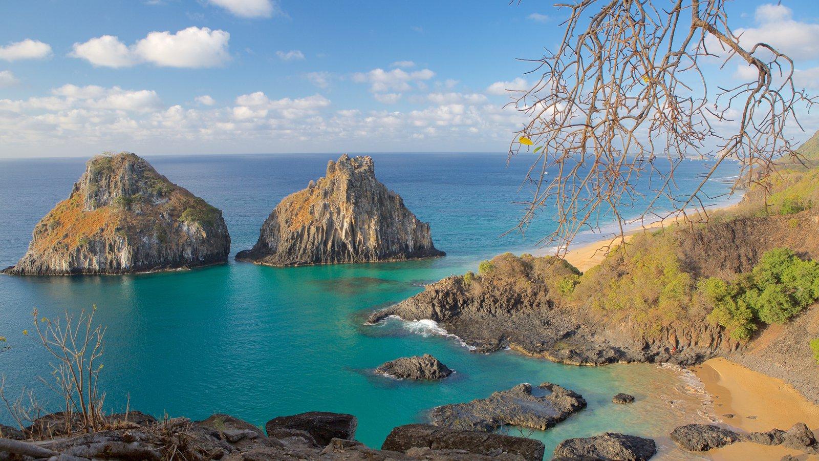 Baía dos Porcos caracterizando litoral acidentado, imagens da ilha e paisagens litorâneas