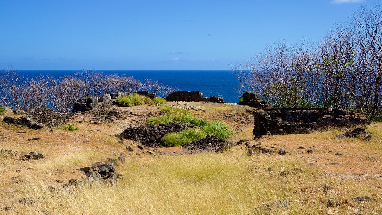 Forte São Pedro do Boldró mostrando litoral acidentado, paisagens litorâneas e uma ruína