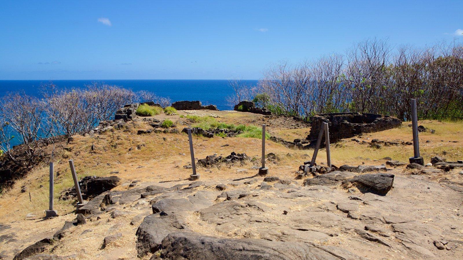 Forte São Pedro do Boldró mostrando litoral acidentado e paisagens litorâneas