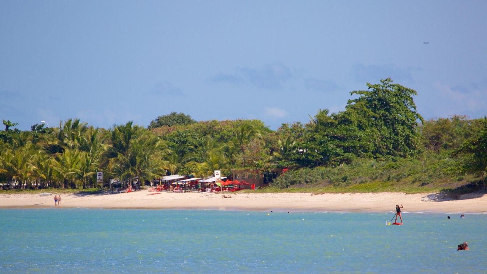 Praia do Mutá que inclui esportes aquáticos, paisagens litorâneas e cenas tropicais