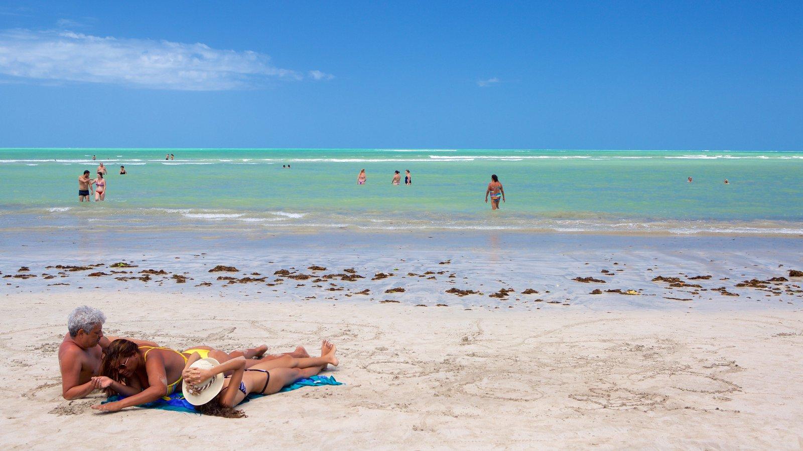 Praia de Paripueira mostrando paisagens litorâneas, natação e uma praia