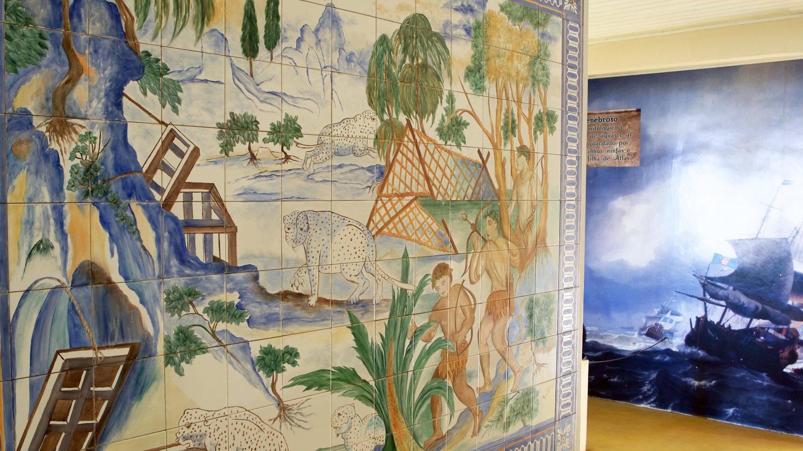 Memorial do Descobrimento do Brasil que inclui arte, arte ao ar livre e vistas internas