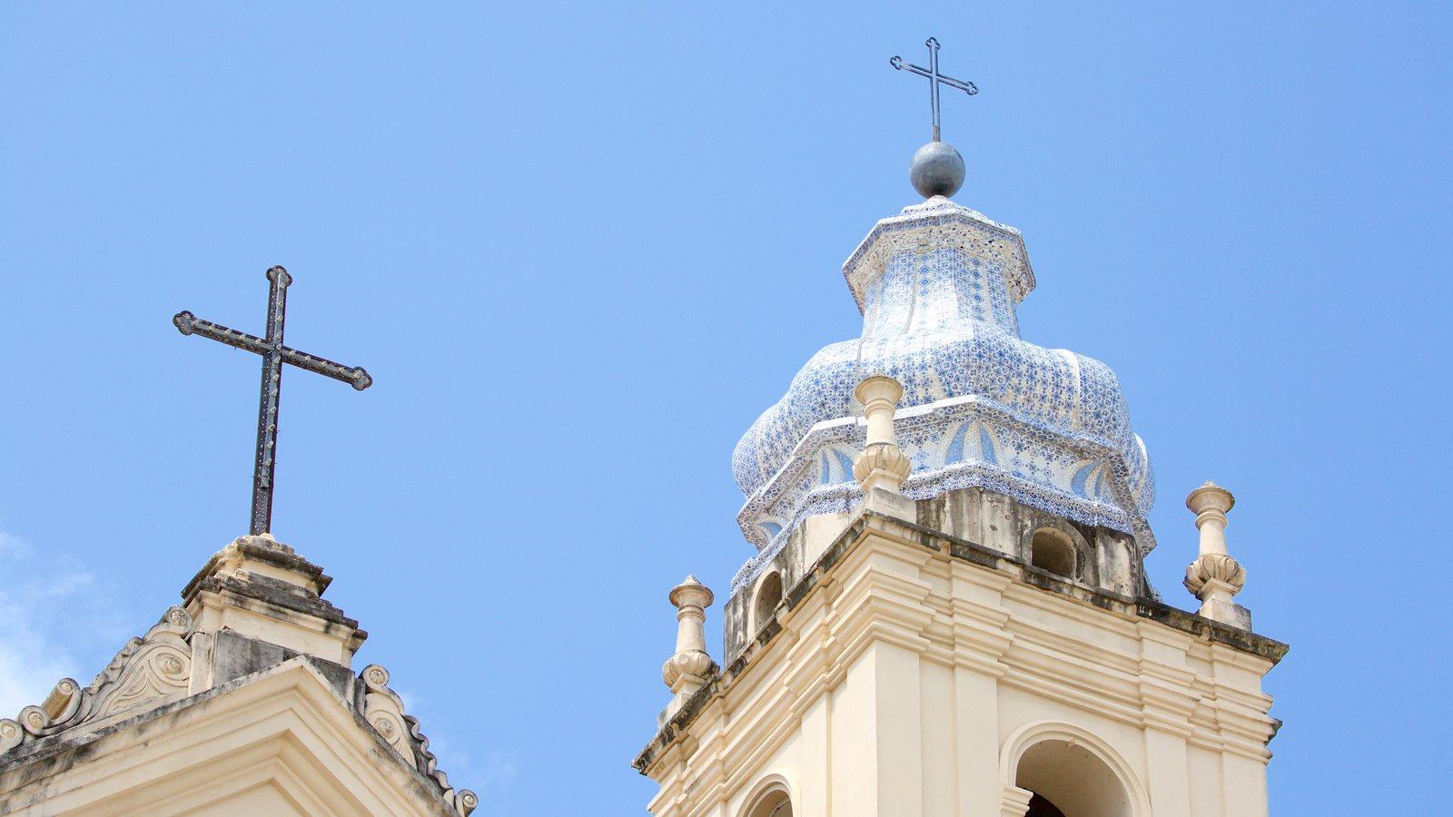 Catedral Metropolitana de Maceió caracterizando elementos de patrimônio, uma igreja ou catedral e aspectos religiosos
