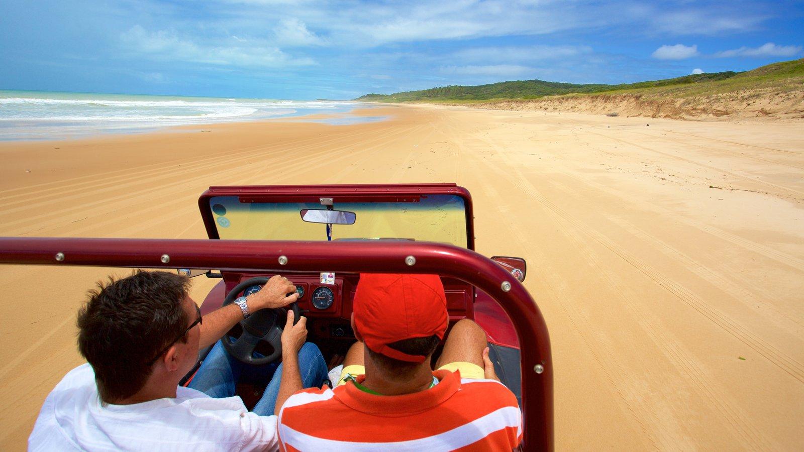 Natal que inclui paisagens litorâneas, uma praia de areia e off-road