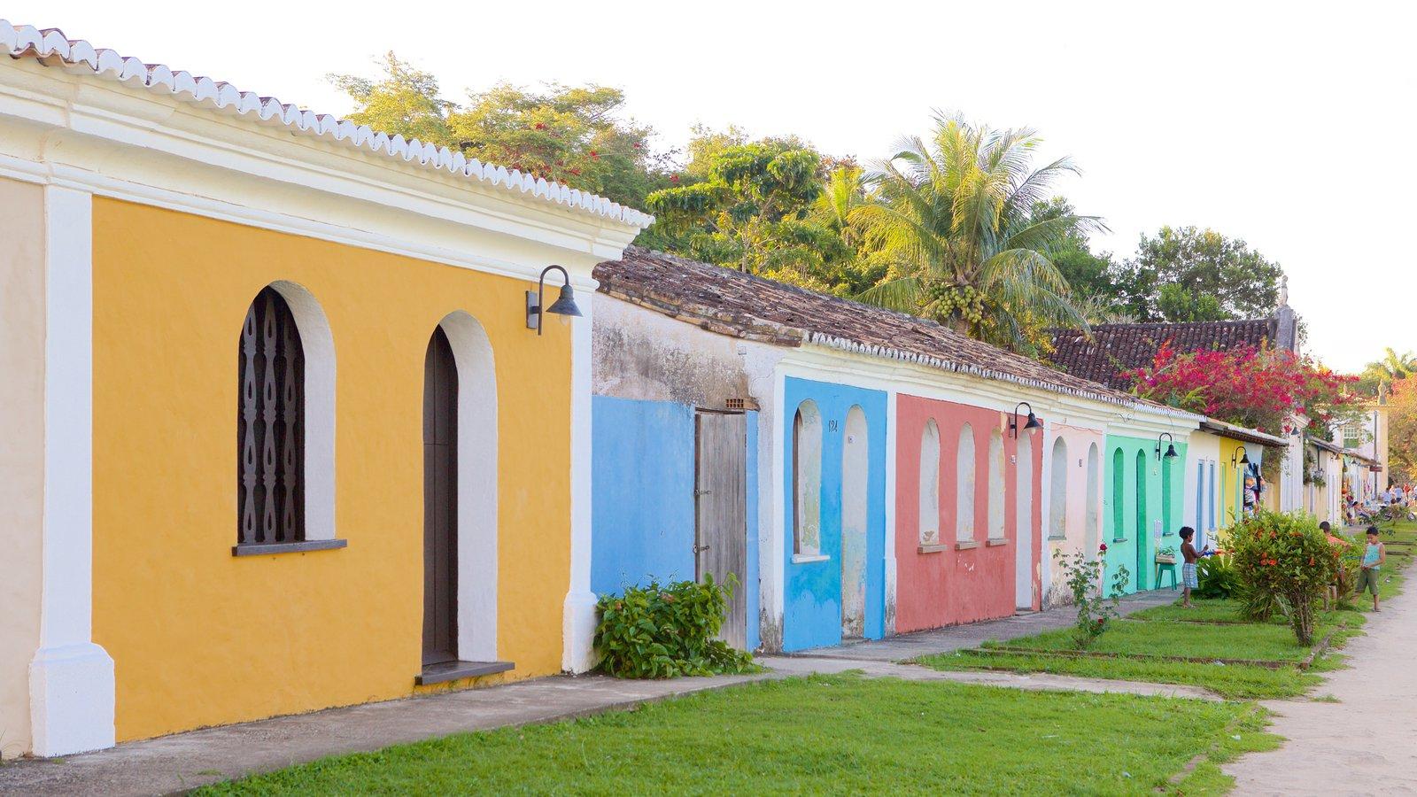Porto Seguro mostrando um jardim e uma casa