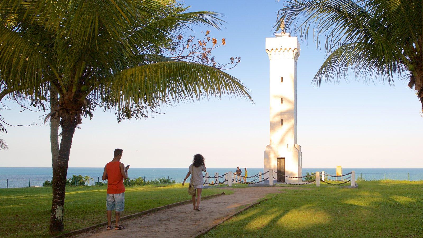 Porto Seguro que inclui um monumento, cenas tropicais e paisagens litorâneas