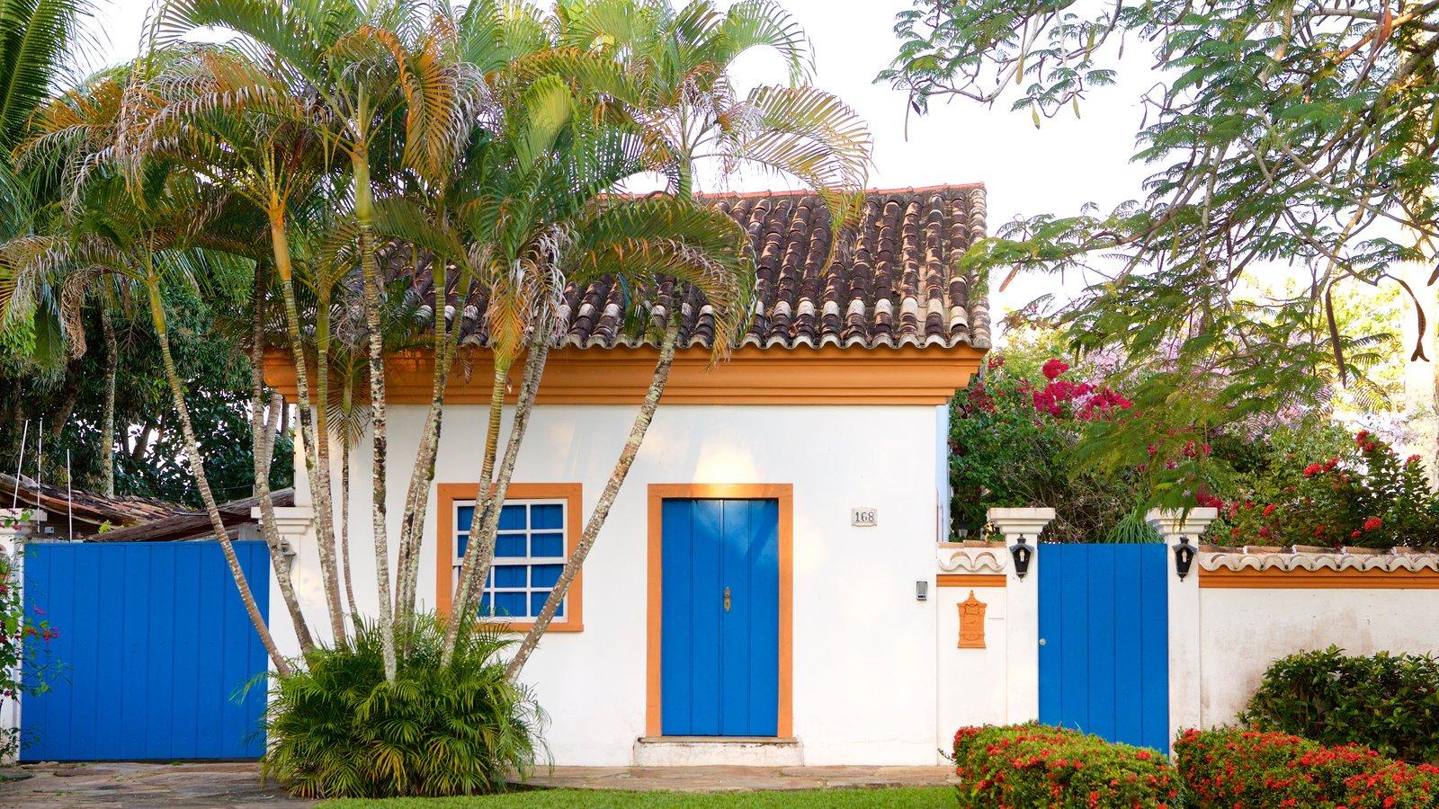Porto Seguro que inclui um jardim e uma casa
