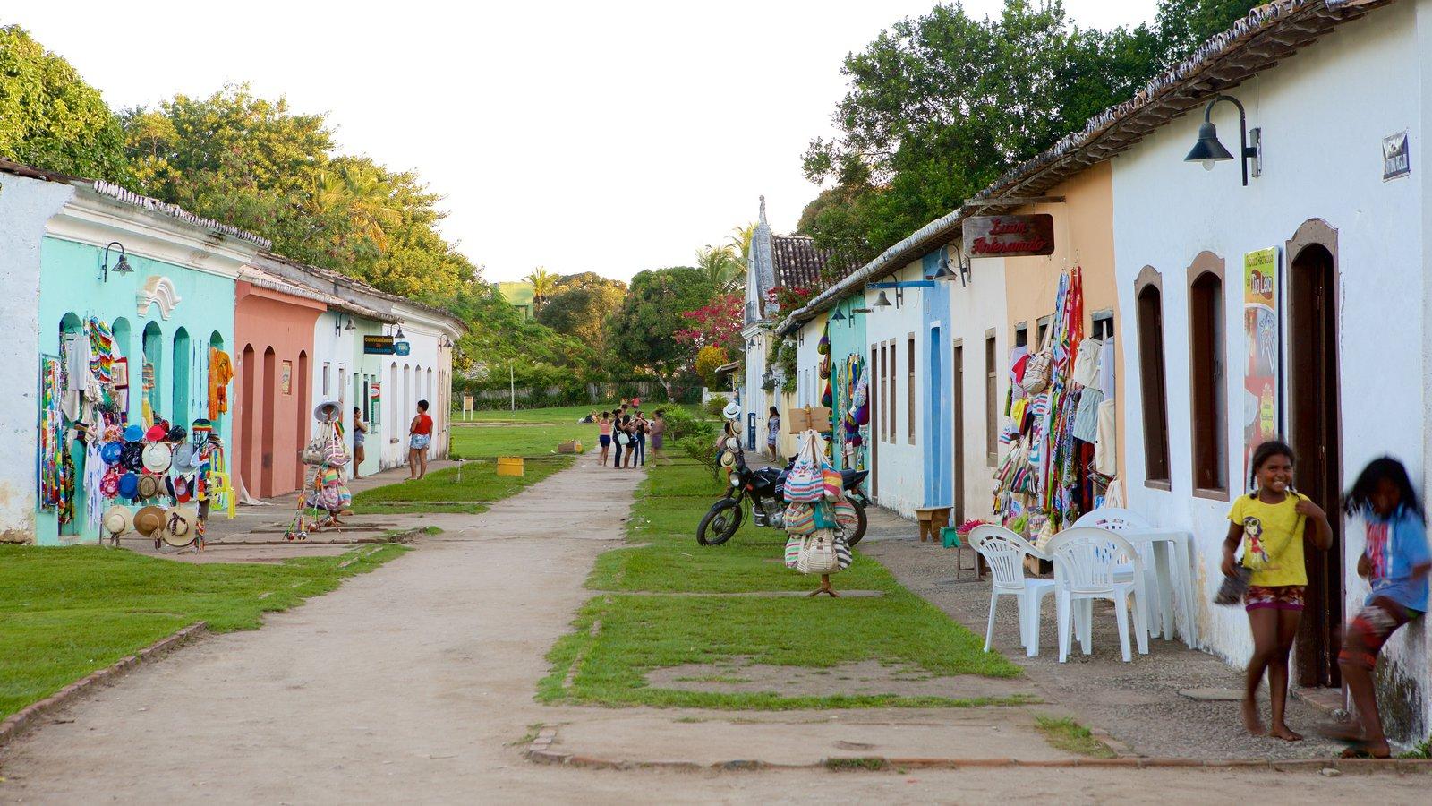 Porto Seguro mostrando mercados assim como crianças