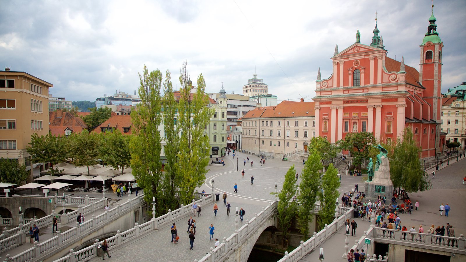 Triple Bridge which includes heritage architecture, a square or plaza and a city