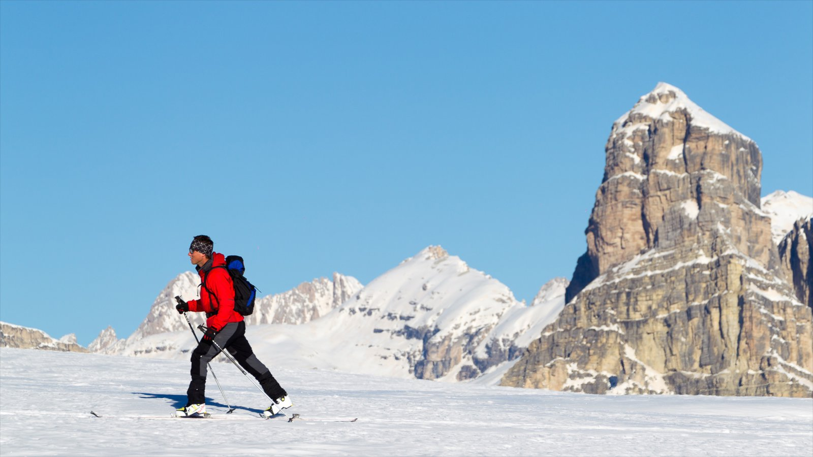 Corvara in Badia showing mountains, snow and snow shoeing