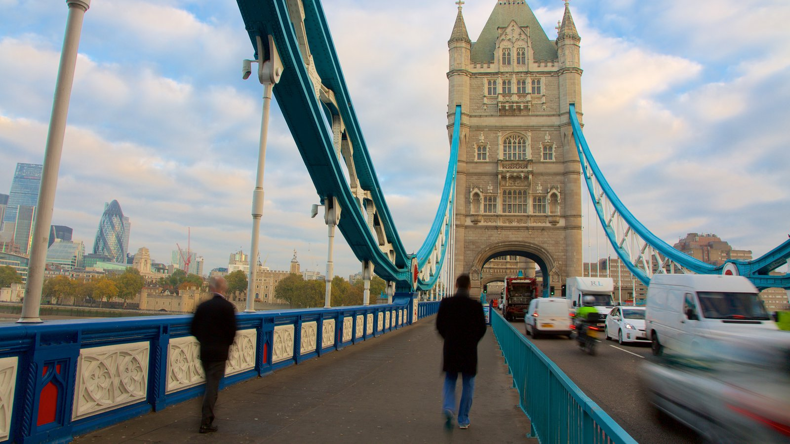 Tower Bridge showing a bridge, street scenes and heritage architecture