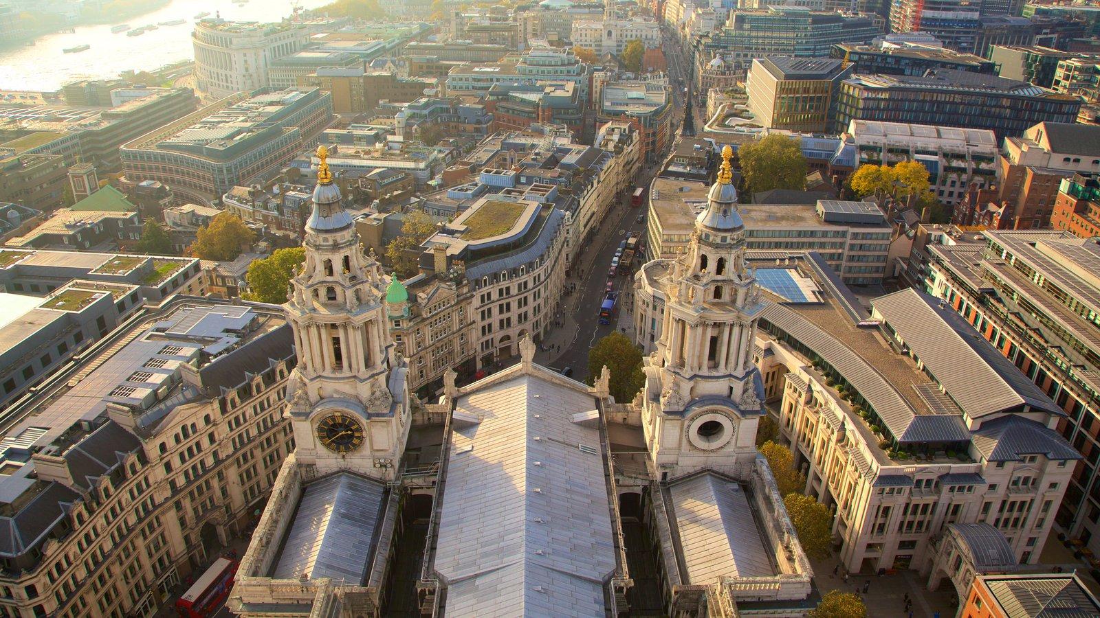 St. Paul\'s Cathedral que inclui arquitetura de patrimônio, uma cidade e uma igreja ou catedral