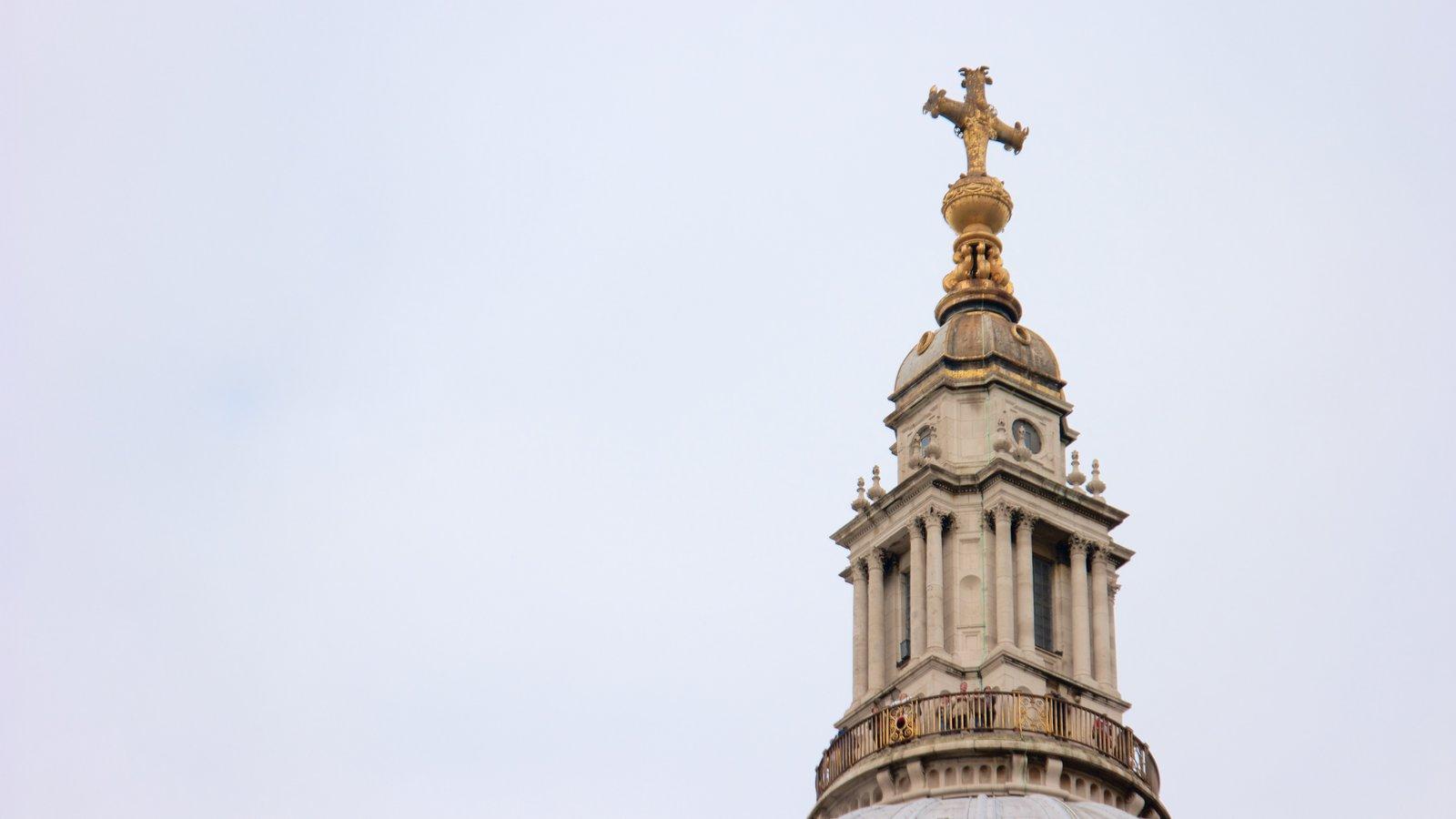 St. Paul\'s Cathedral mostrando uma igreja ou catedral e elementos religiosos