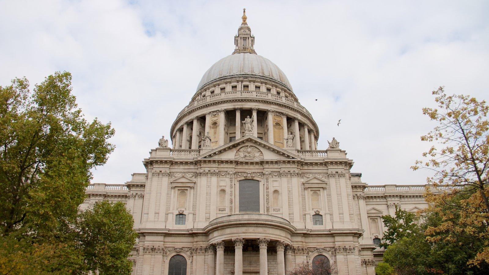 St. Paul\'s Cathedral mostrando arquitetura de patrimônio e uma igreja ou catedral
