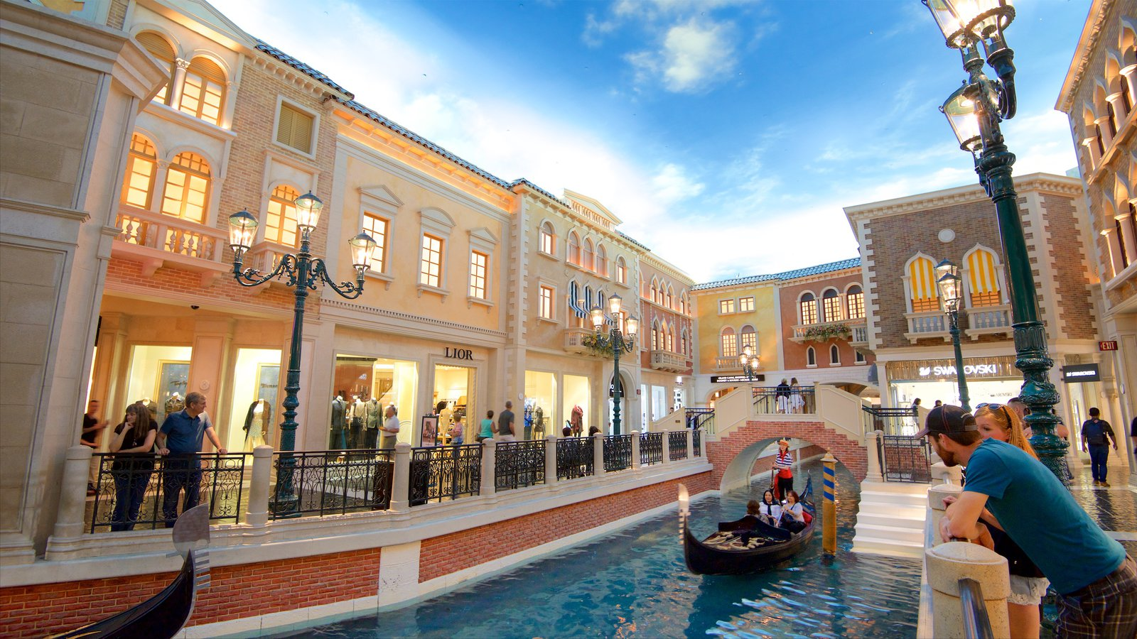 Grand Canal Shoppes featuring watersports, interior views and a casino