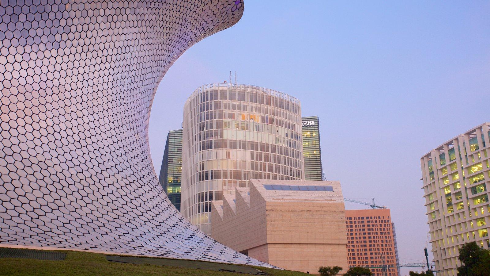 Museo Soumaya showing modern architecture and a city