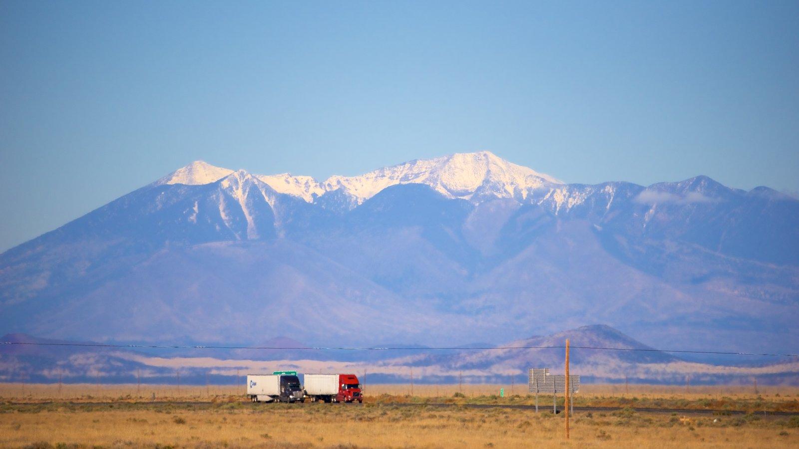 Humphreys Peak que inclui cenas tranquilas, paisagens do deserto e montanhas