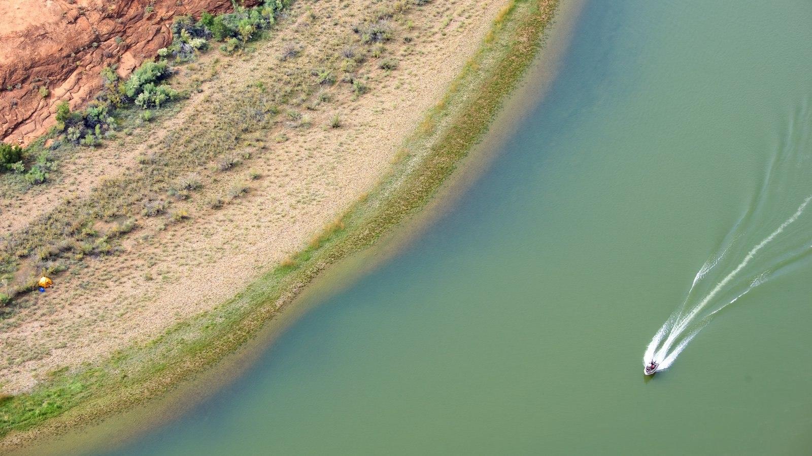 Horseshoe Bend caracterizando um lago ou charco e canoagem