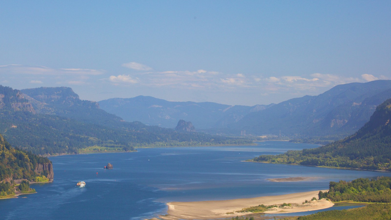 Chanticleer Point que inclui paisagem, montanhas e um rio ou córrego