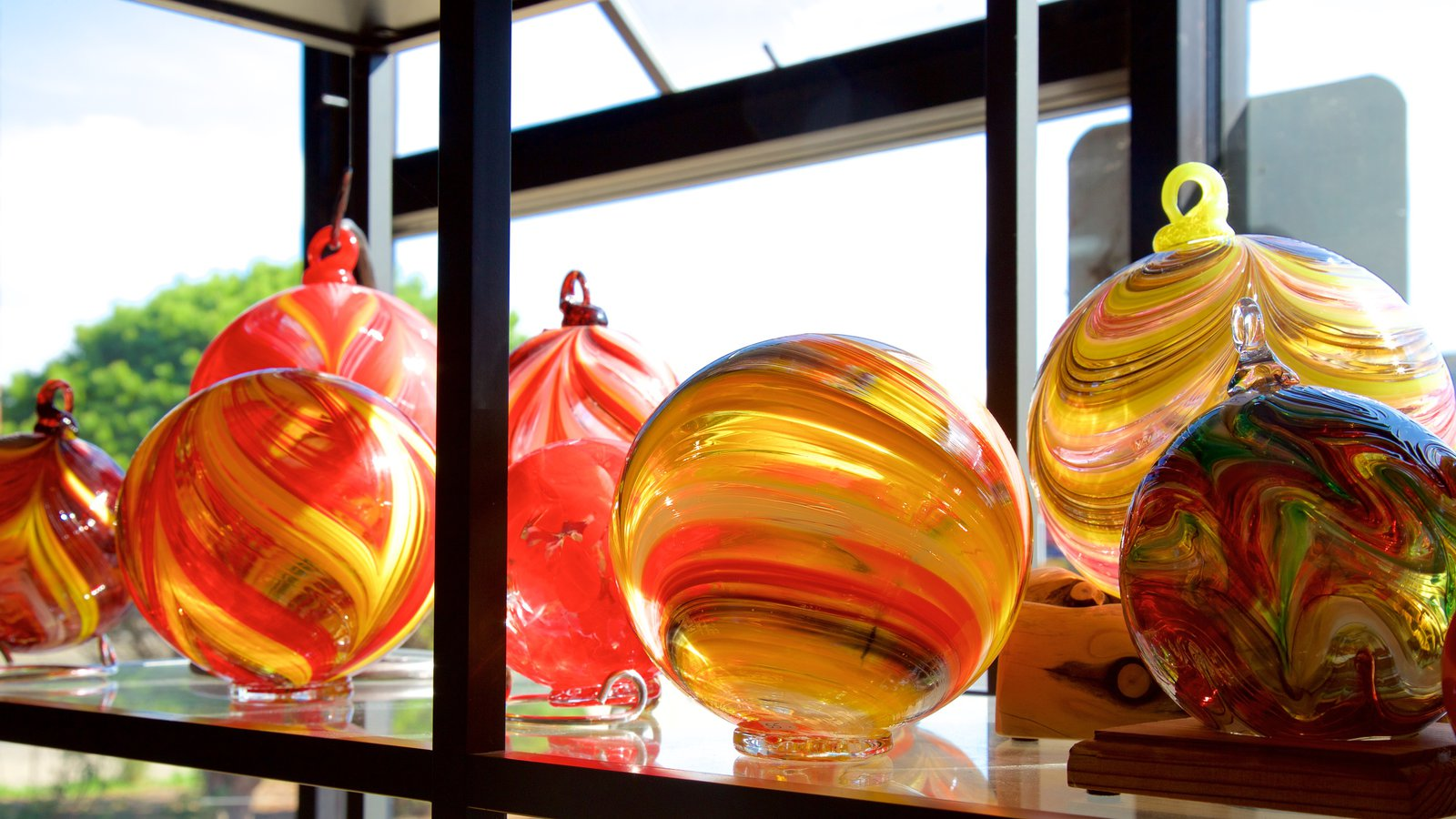 Estudio de arte Jennifer Sears Glass ofreciendo vistas interiores y arte