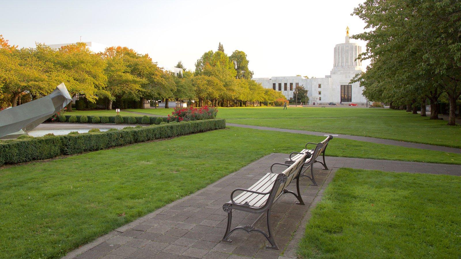 Oregon State Capitol que incluye un jardín