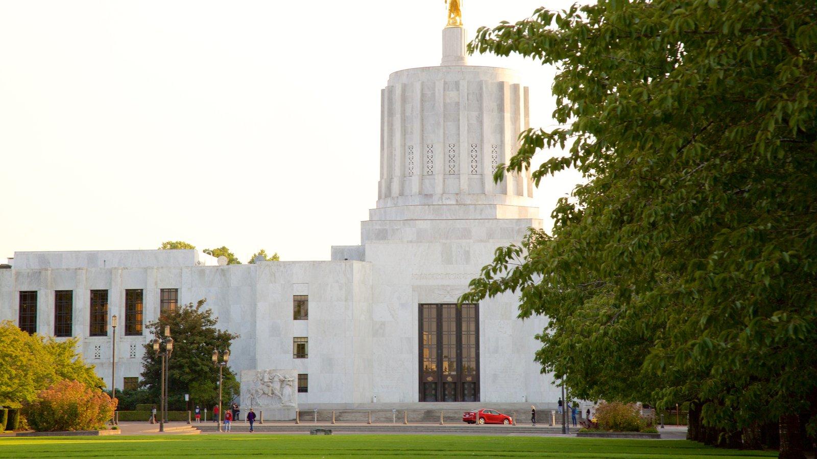 Oregon State Capitol ofreciendo escenas urbanas