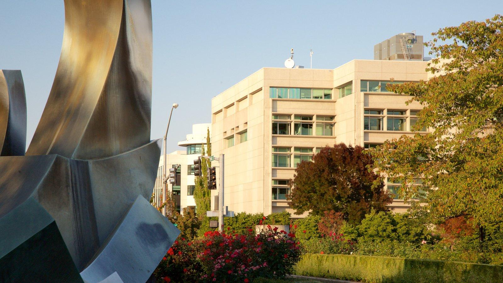 Oregon State Capitol mostrando arte al aire libre