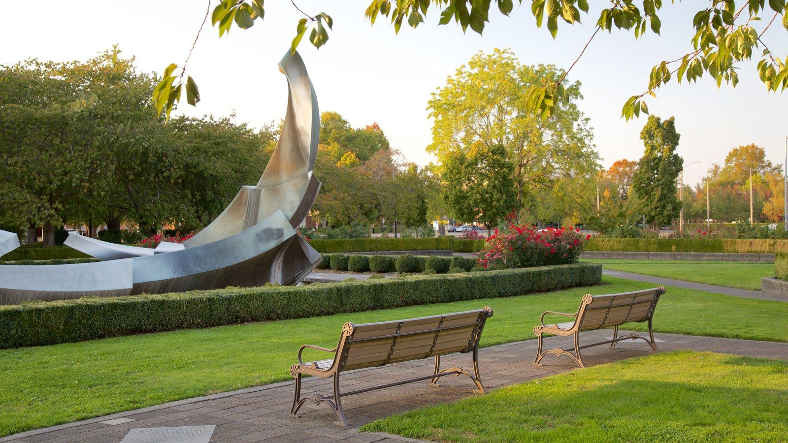 Capitólio Estadual de Oregon mostrando arte ao ar livre e um jardim