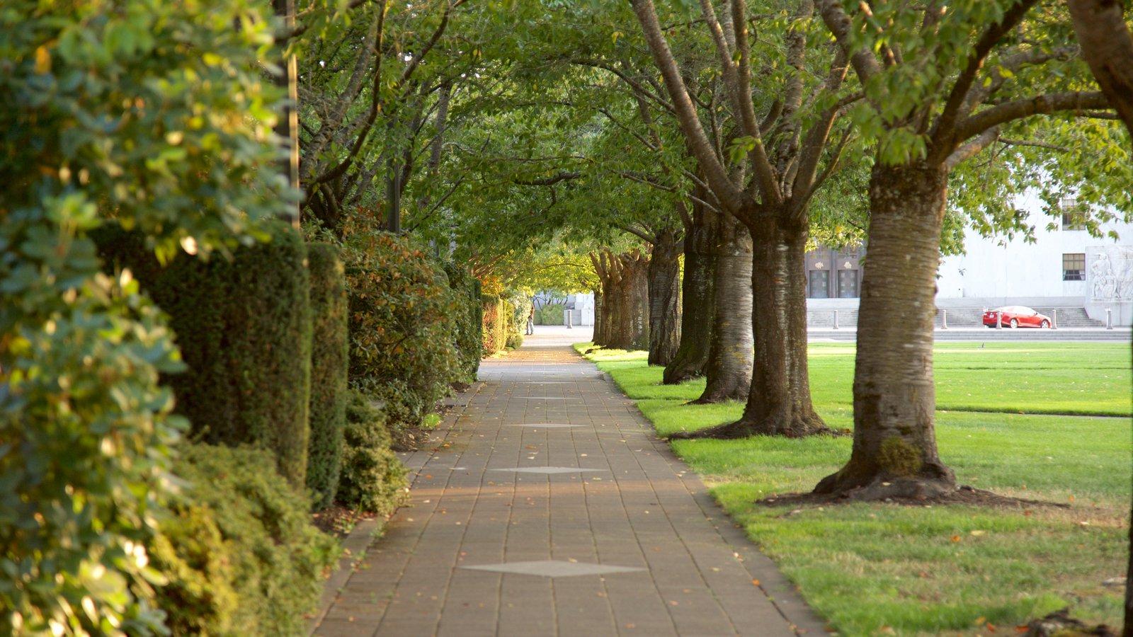 Capitólio Estadual de Oregon mostrando um jardim