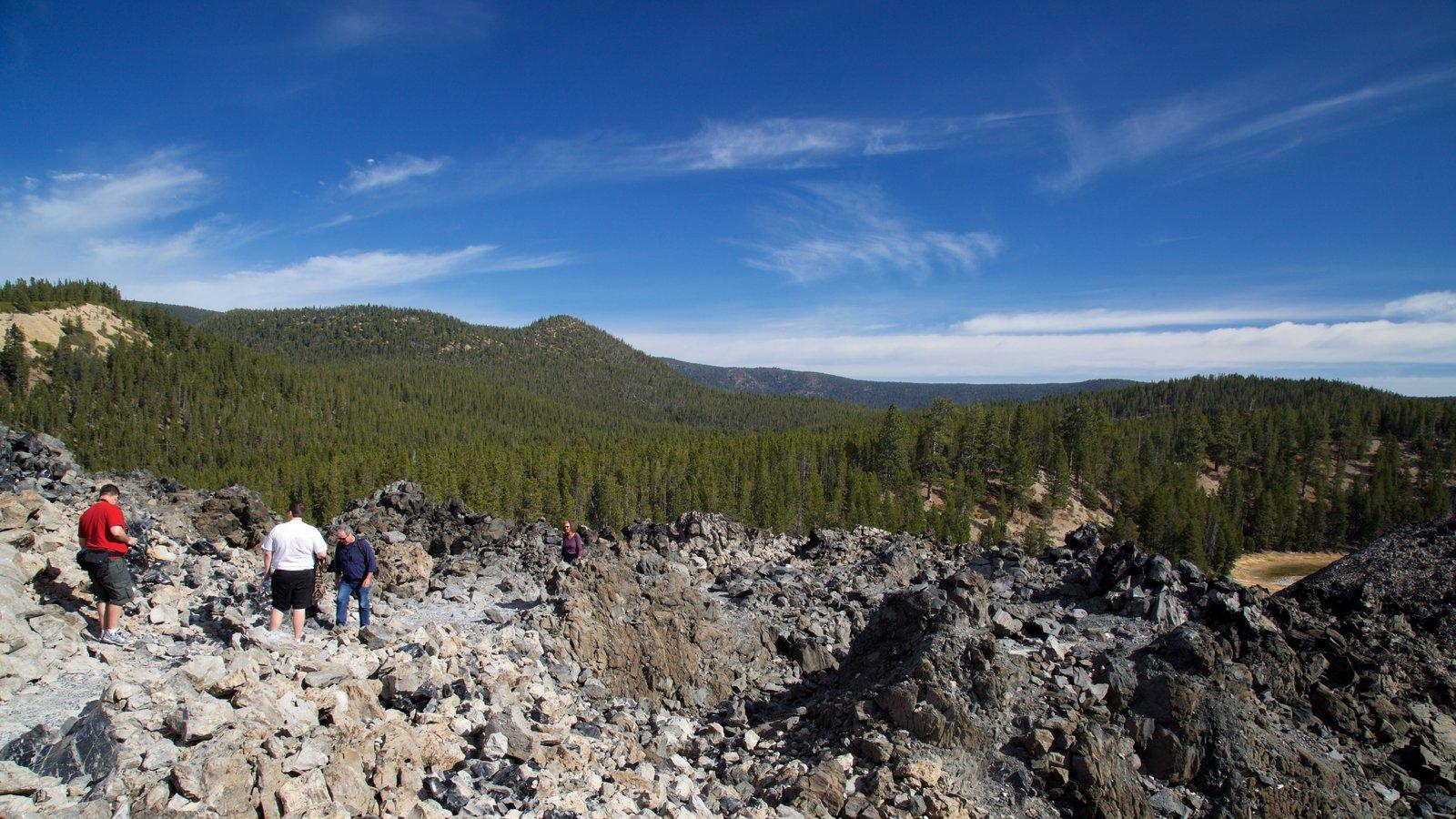 Newberry National Volcanic Monument mostrando vistas de paisajes y escenas tranquilas