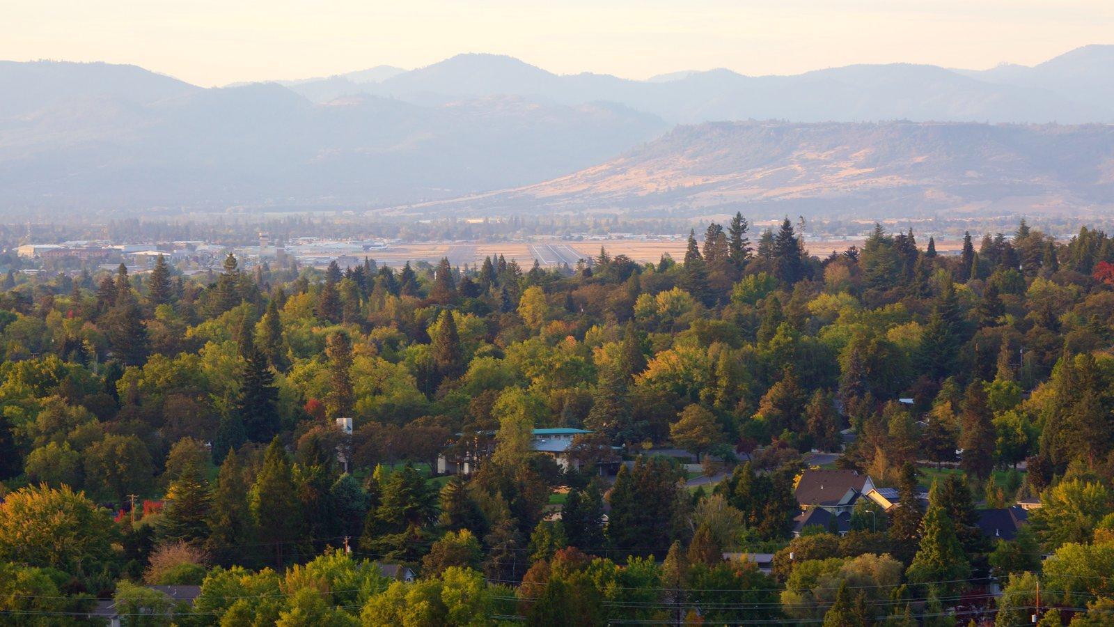 Medford mostrando vistas de paisajes y bosques
