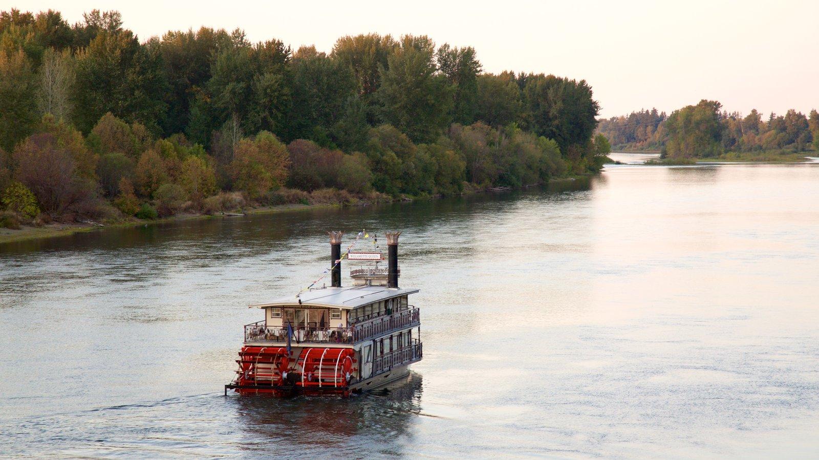 Salem mostrando paseos en lancha y un río o arroyo