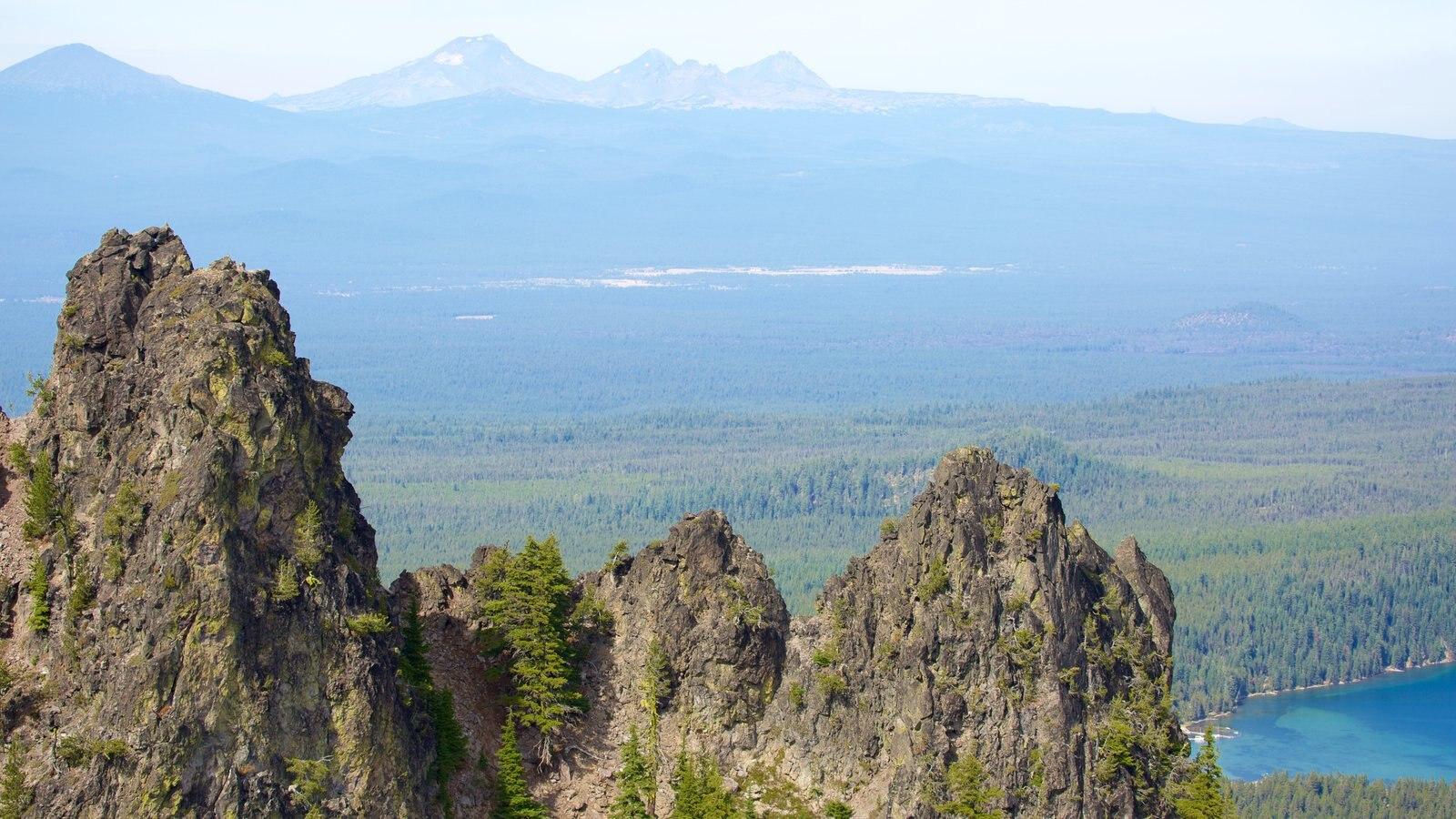 Newberry National Volcanic Monument mostrando montañas