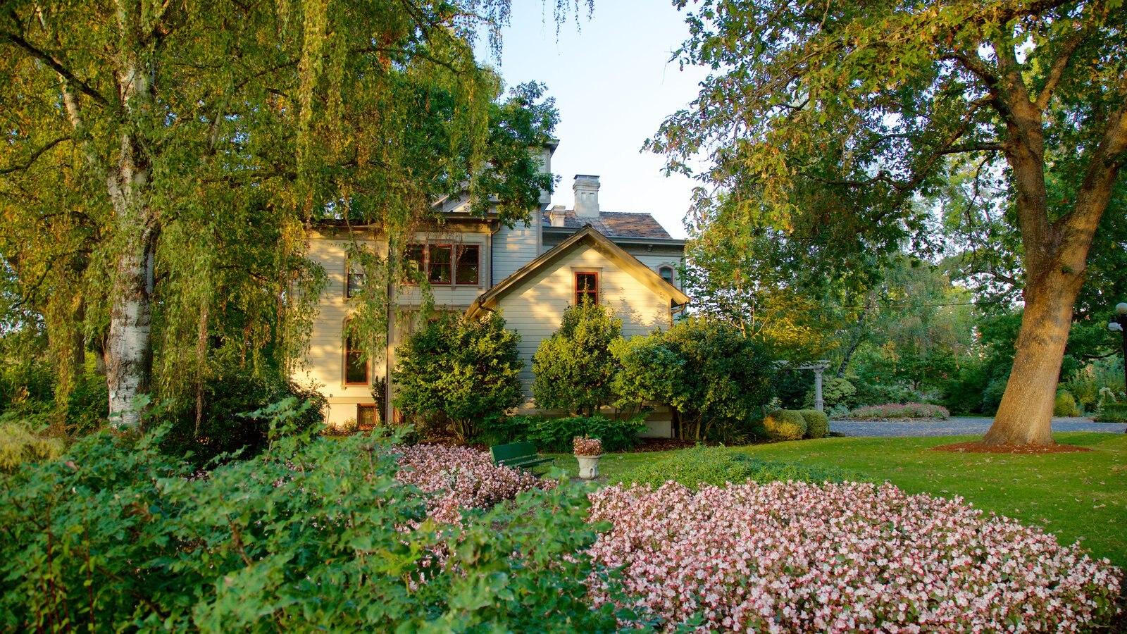 Bush House Museum mostrando un parque y una casa