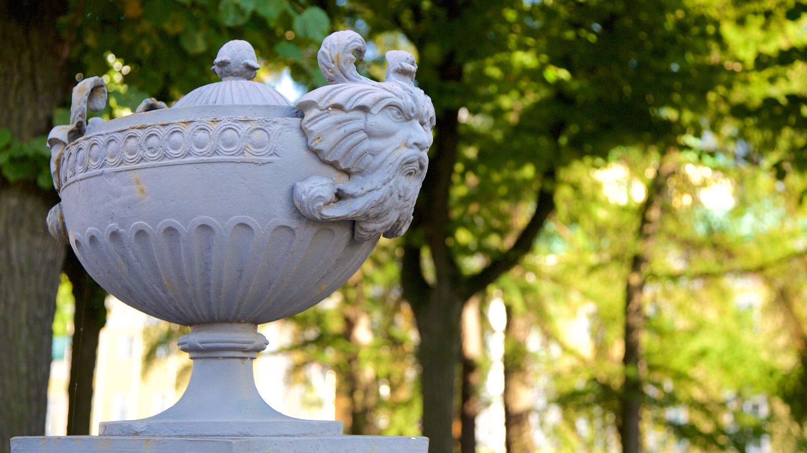 Palácio Tauride mostrando uma estátua ou escultura