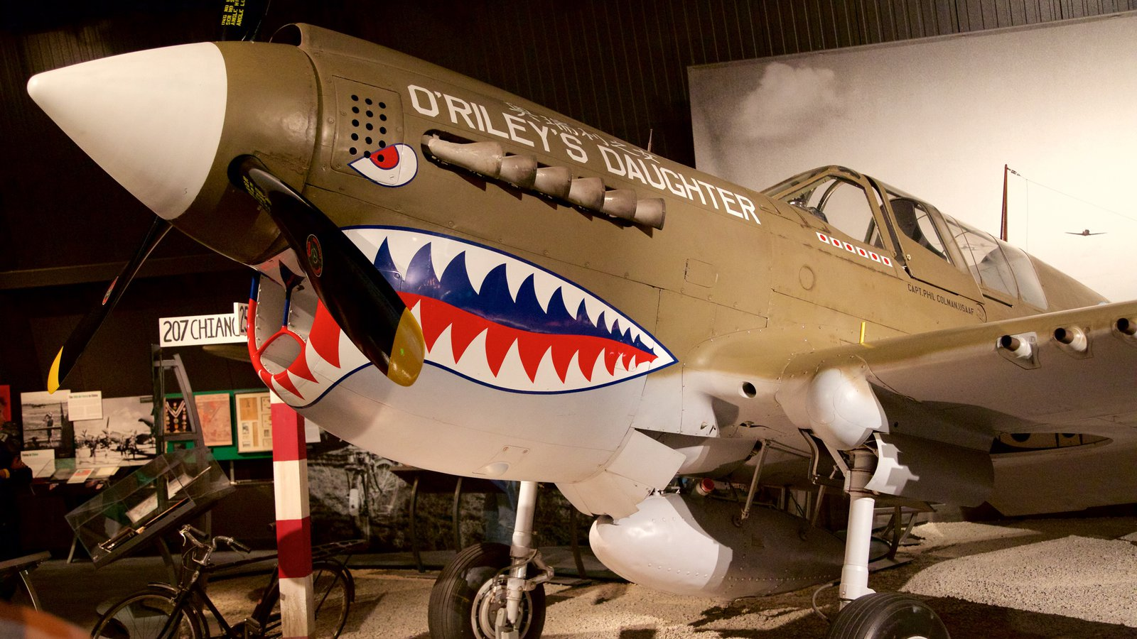 Museu do Ar que inclui aeronave e vistas internas