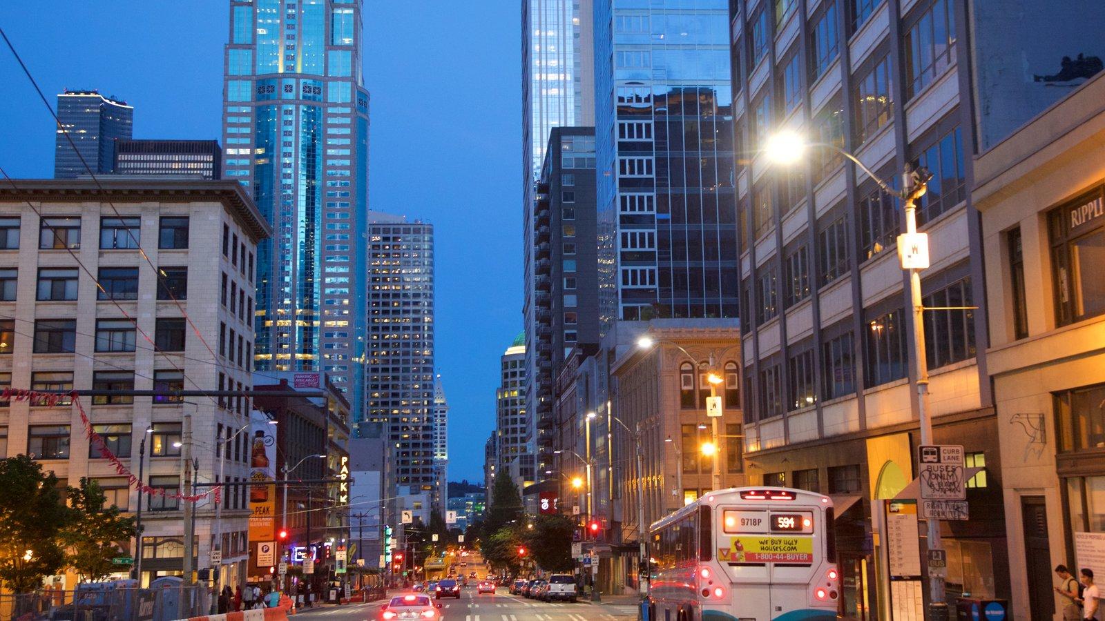 Belltown que inclui cenas noturnas, cenas de rua e paisagens da cidade