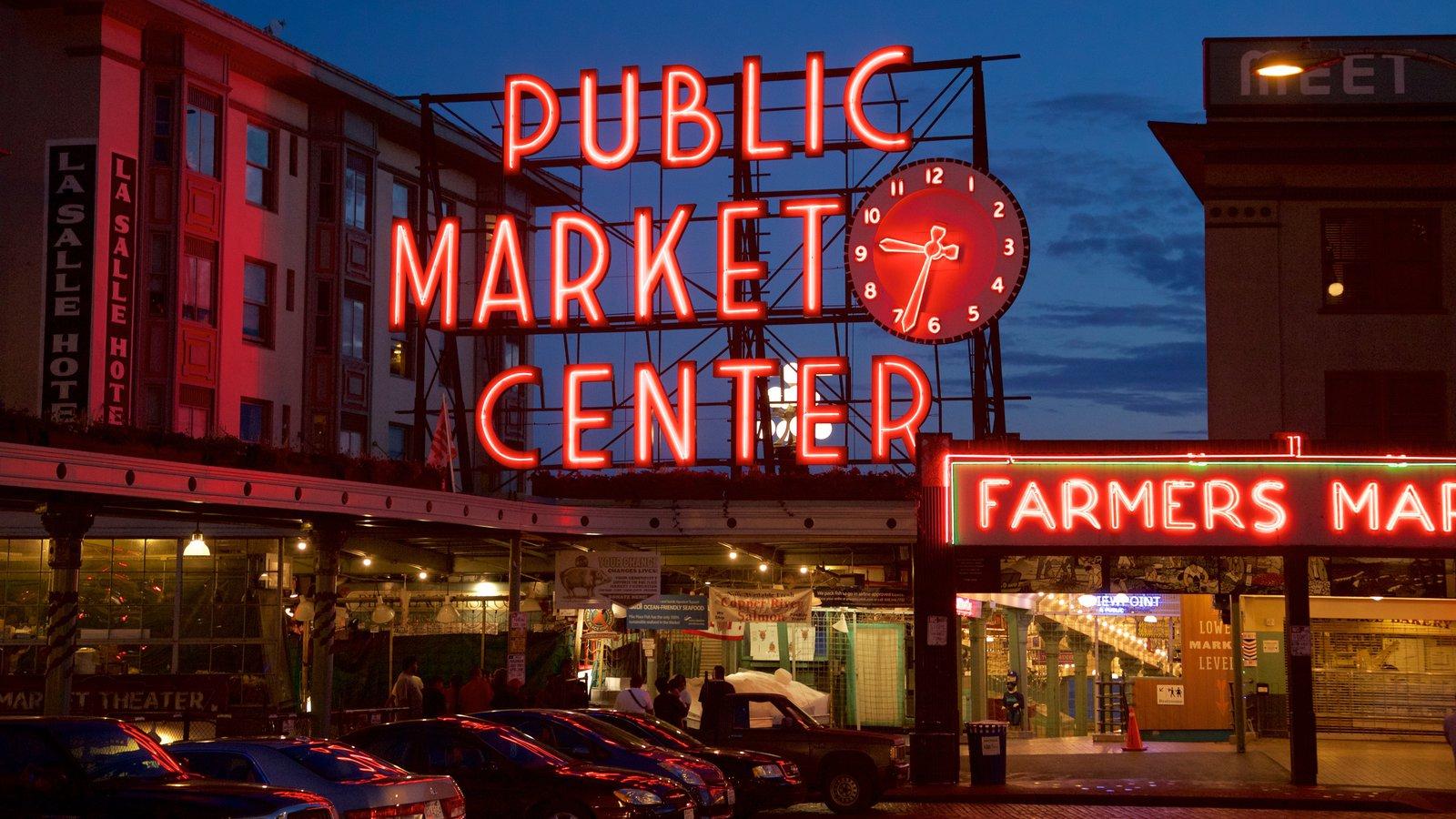 Pike Place Market que inclui cenas noturnas, uma cidade e sinalização