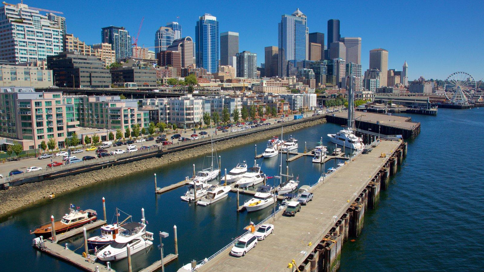 Seattle Waterfront caracterizando cbd, vela e uma marina
