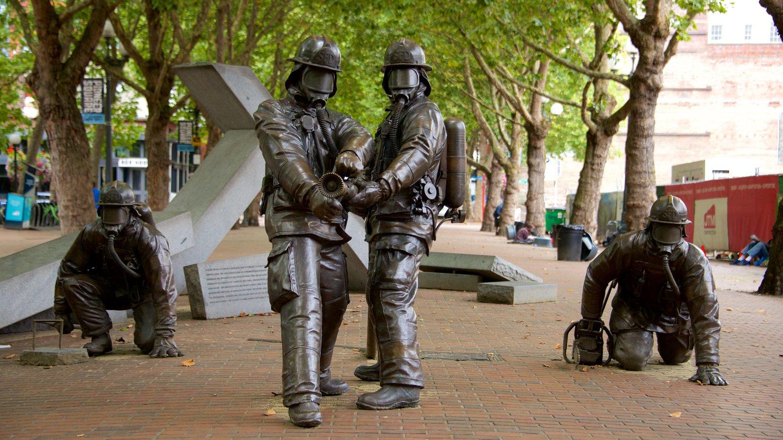 Pioneer Square caracterizando arte ao ar livre e uma estátua ou escultura
